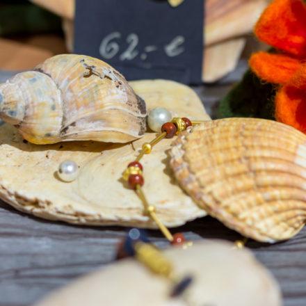 Schmuck hochwertig dekorieren im Weltladen Alsfeld