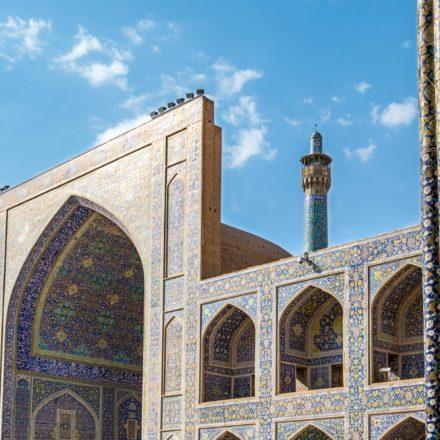 Die Freitagsmoschee (Jame Moschee) von Isfahan wurde 755 n.Chr. von den Seldschuken erbaut. Sie ist eine der ältesten Moscheen Irans und gehört zum UNESCO Weltkulturerbe.