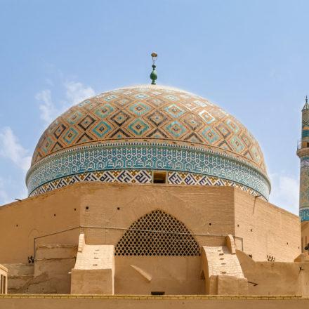 Kuppel und Minarette der Jame Moschee in Yazd