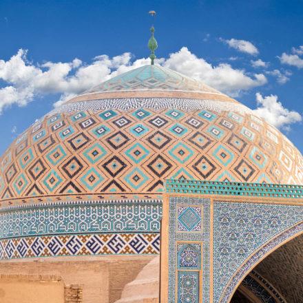 Die kunstvoll verzierte Kuppel der Freitagsmoschee von Yazd