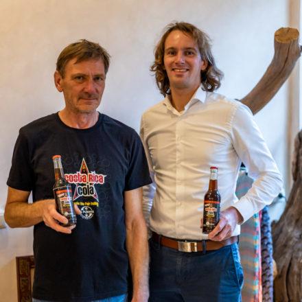 Beim vergangenen Besuch hat mir Klaus von seiner erfolgreichen Cola-Aktion zur Kieler Woche 2019 berichtet. Extra dafür hat er T-Shirts drucken lassen.