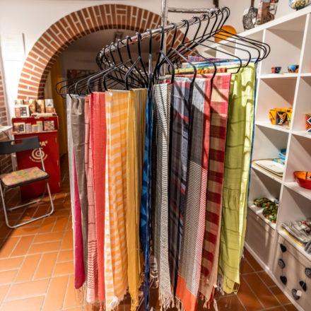 Der Spiralständer bietet Platz für viele Schals