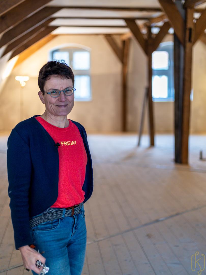 """Melanie Bremenkamp ist die Vermieterin. Sie hat ihr Haus """"Markt 12"""" aufwendig restauriert."""