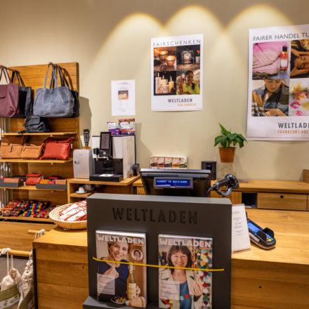 Kassenzone im Weltladen Frankfurt Bockenheim, dem ersten Geschäft der WELTLADEN BETREIBER eG